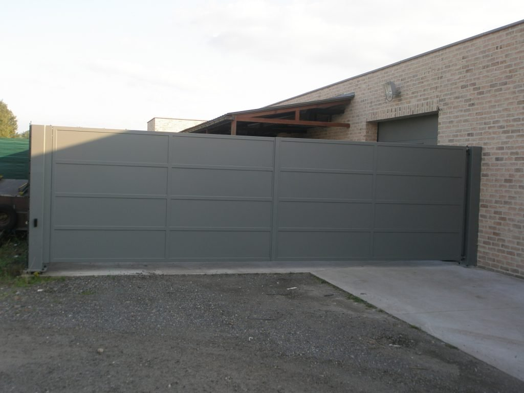 Kwalu gesloten poort D-fence